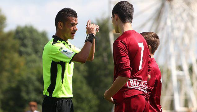 Dømte seniorer først i 2014 – debuterer i Oddsenligaen