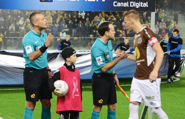 Moens team dømmer Island mot Finland